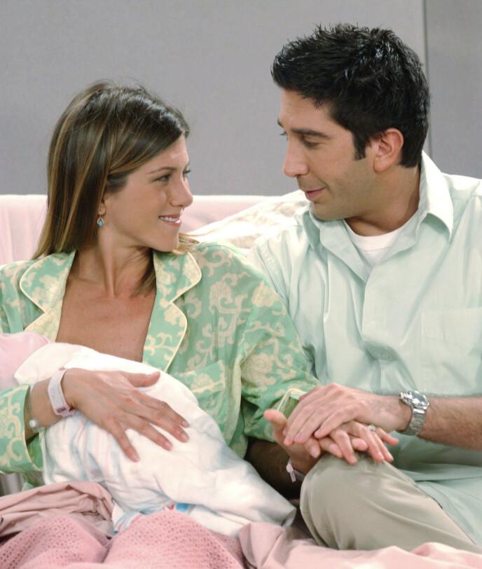 FORELDRE: Ross og Rachel ble foreldre til datteren Emma i sesong 8. FOTO: NTB