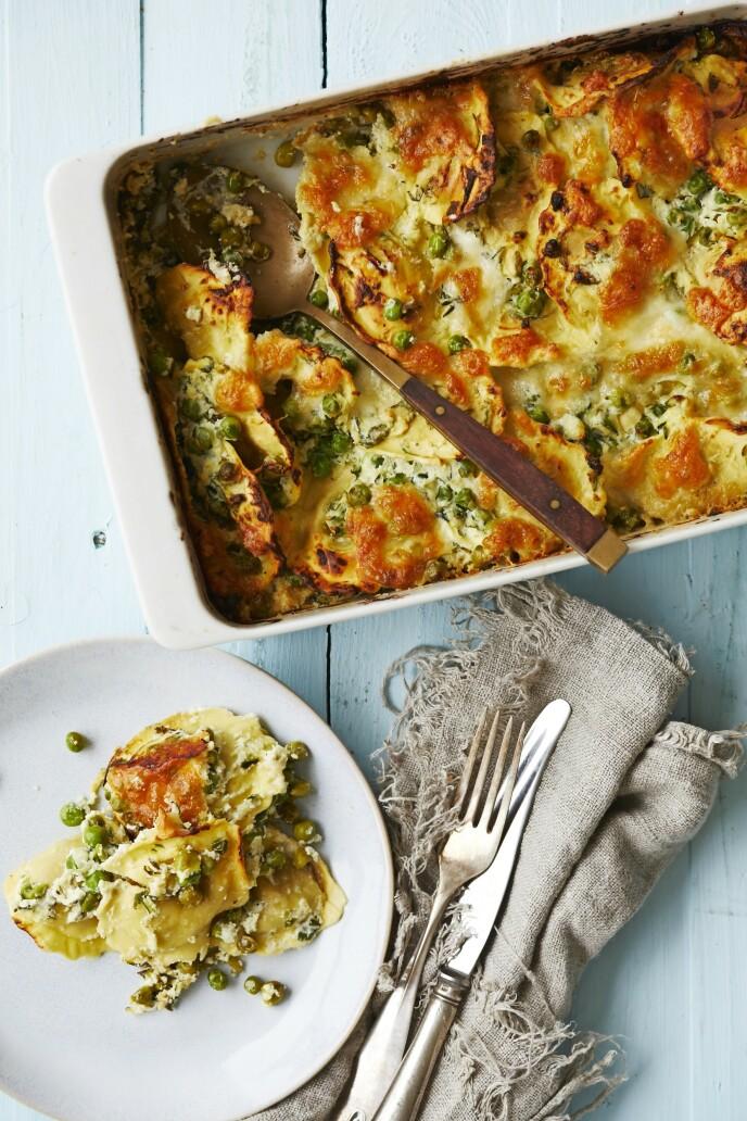 Dette lekre raviolifatet inneholder både tre typer ost og masse grønt, og vil derfor garanter glede alle rundt bordet. Tips! Denne kan gjerne serveres med en god salat til. FOTO: Winnie Methmann