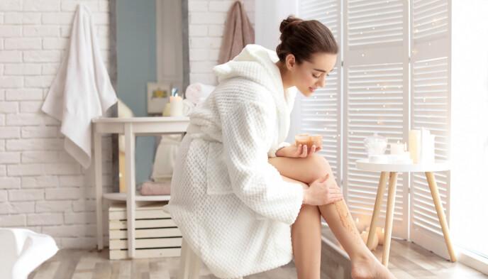SKADELIG: Avhengig av hvor dypt du går med sandpapir og hudens tykkelse, kan du skade mer enn bare overhuden. FOTO: NTB