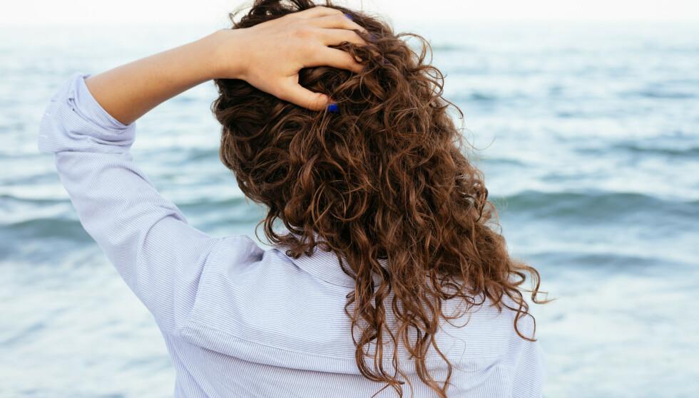 HÅRPLEIE: Håret trenger ekstra pleie og beskyttelse i sommer. Foto: NTB