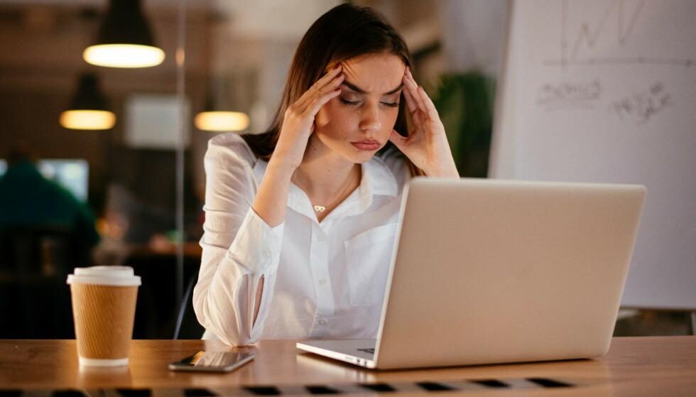 STRESS: Stress kan være en vanlig årsak til at sexen uteblir, men det kan like gjerne skyldes hjemmekontor og lite sosial aktivitet, forklarer samlivsterapeut. FOTO: NTB