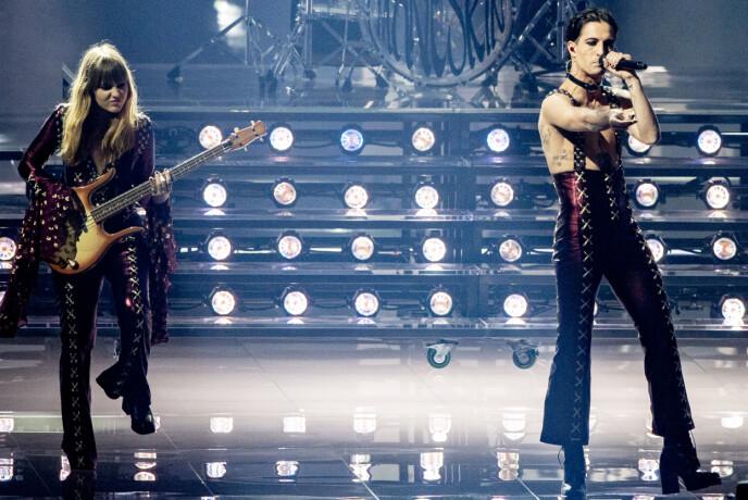 MÅNESKIN: Italienske Måneskin tok Europa med storm under Eurovision. Vi må innrømme at bassist Vic Angelis også er noe av det tøffeste vi har sett noensinne. Men det var vokalist Damiano David som virkelig satte fyr på nettet. FOTO: NTB