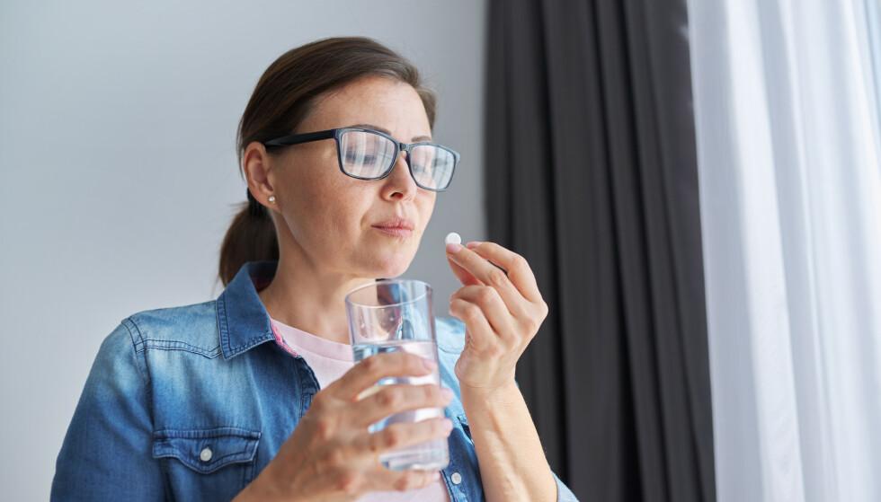 PILLER: Fiberstoff-piller lover å senke appetitten og gjøre vektnedgangen raskere. Men er det noe vits i å ta dem? FOTO: NTB
