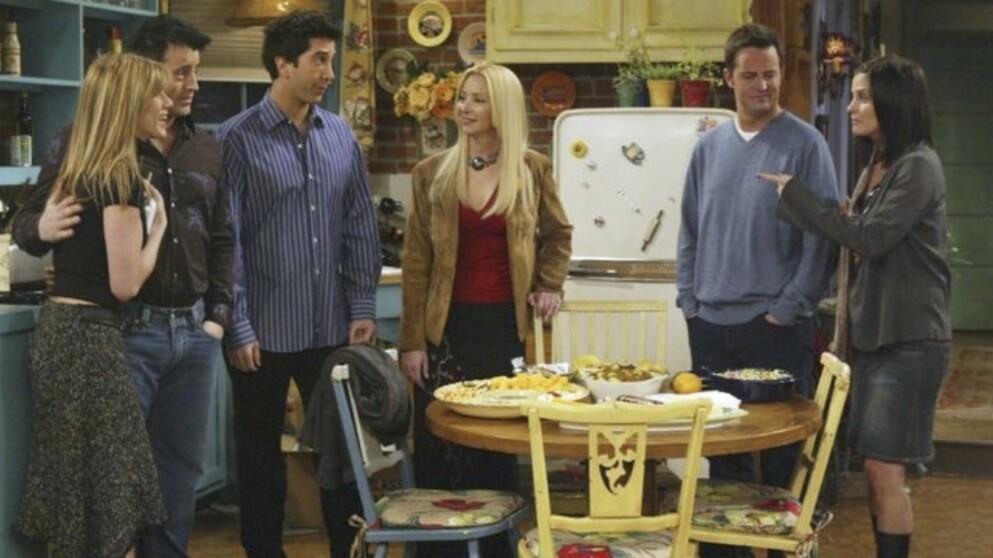 SKJULTE DETALJER: Monicas leilighet i «Friends» har flere skjulte detaljer og hemmeligheter. FOTO: Warner Bros/skjermdump