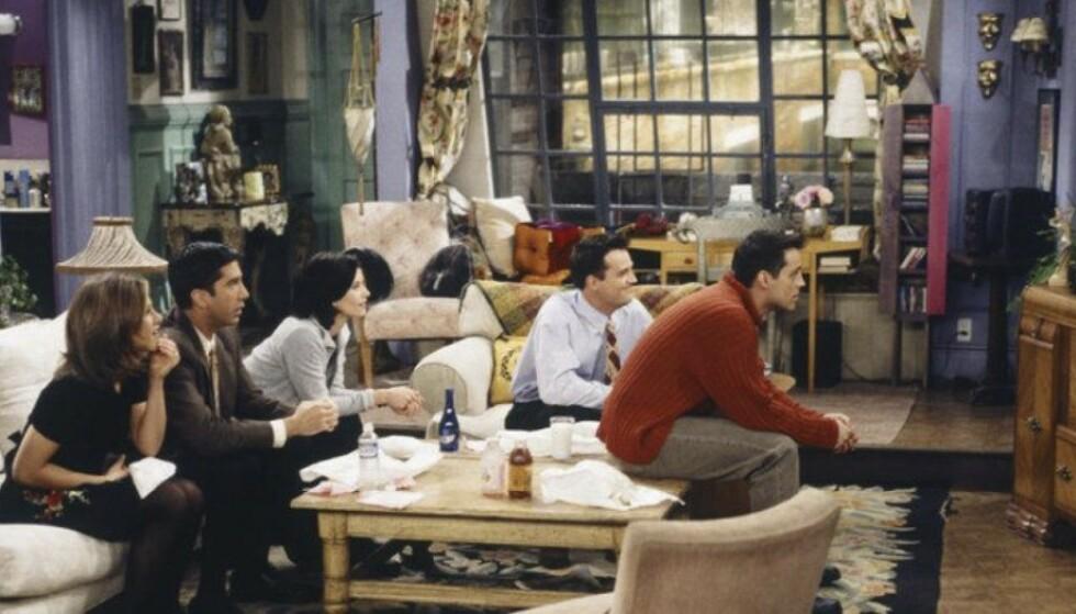 TRYGG FOR BLOTTEREN: I første sesong manglet Monicas leilighet gardiner, men det ble endret på siden. FOTO: Warner Bros/skjermdump