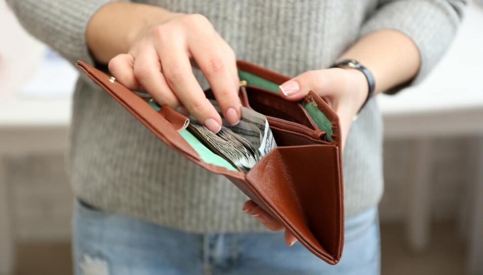 ØKONOMISKE PROBLEMER: «Ane» må gi mannen sin lommepenger: - Det var et desperat forsøk på å unngå regninger som kommer totalt uventet på ham. Han har null kontroll, og sånn har det vært så lenge vi har vært sammen. ILLUSTRASJONSFOTO: NTB