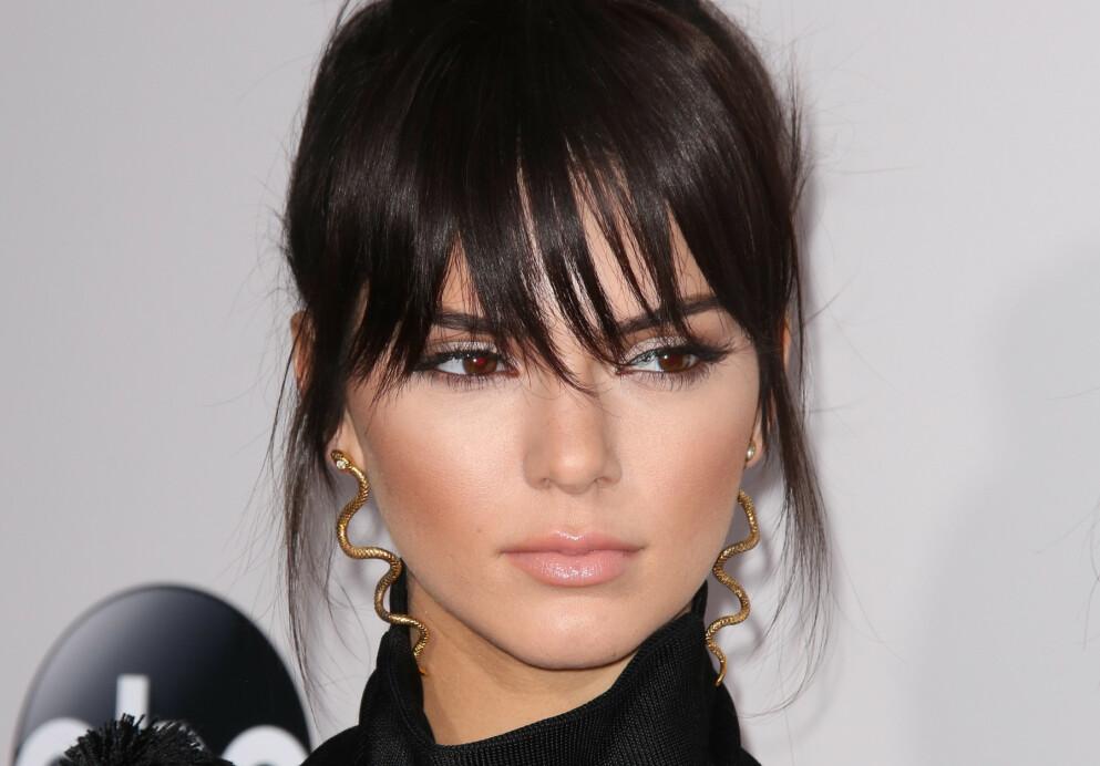 PANNELUGG: Deilig forandring og fin ramme rundt ansiktet. Her på Kendall Jenner. Foto: NTB