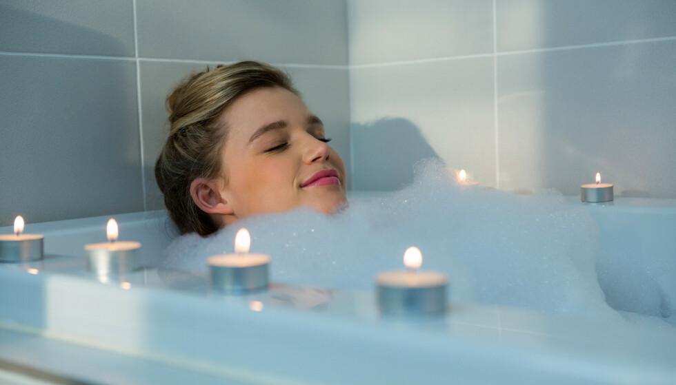 40 GRADER: Forskere fant at det beste alternativet er å sitte opp til skuldrene i et boblebad som er oppvarmet til omtrent 40 grader i én time. Det kan være utfordrende å få til i badekaret hjemme. FOTO: NTB
