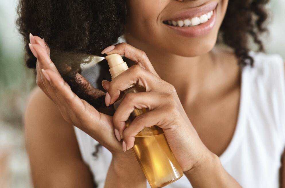 SOLBESKYTTELSE: Visste du at også håret trenger å beskyttes mot UV-stråler? Foto: NTB