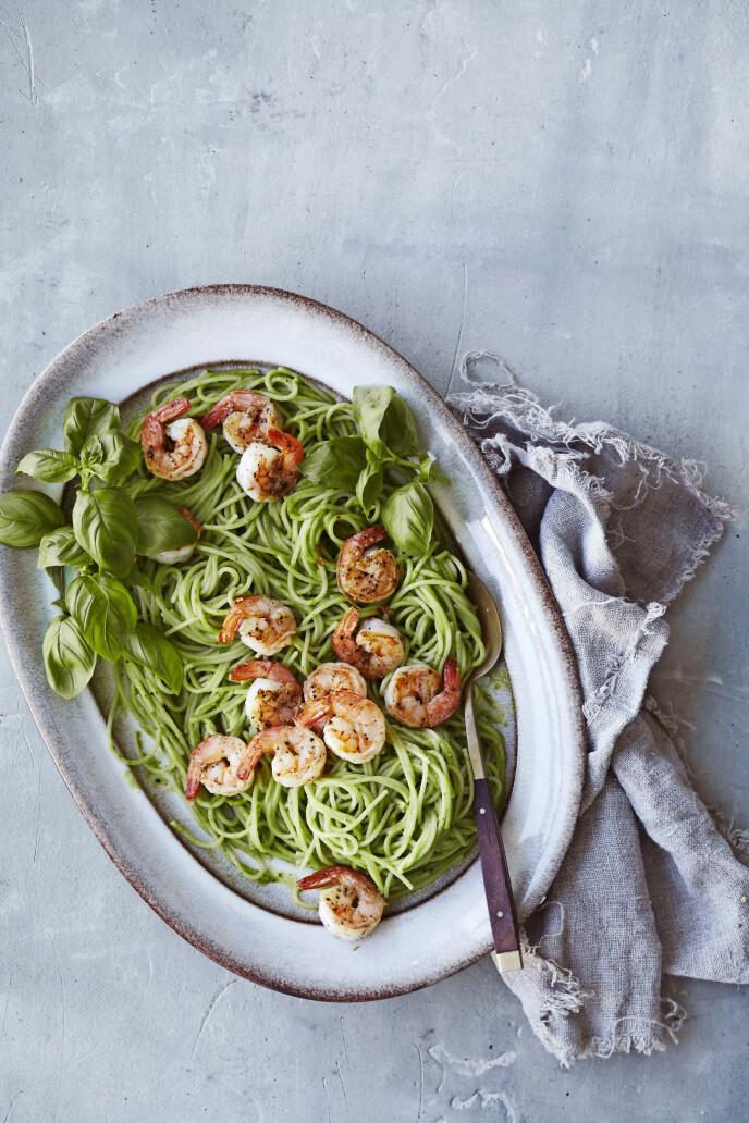 Dette er en kremete og grønn pastarett som du kjapt kan lage. Sausen er laget av grønnsaker, så den er til og med sunn. FOTO: Winnie Methmann