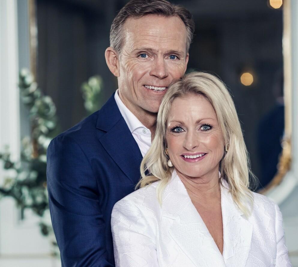 SNART MANN OG KONE: Danseprofessor Merete Lingjærde sammen med forloveden Anders Mørk. I dag står 58-årige Merete hvit brud, når hun gifter seg for første gang i sitt liv. På bildet har paret vært sammen i fire uker. FOTO: Astrid Waller