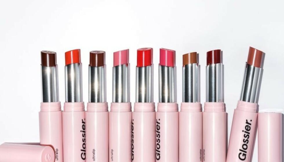HYBRID: Denne er leppestift, gloss og balm i ett. FOTO: Produsenten