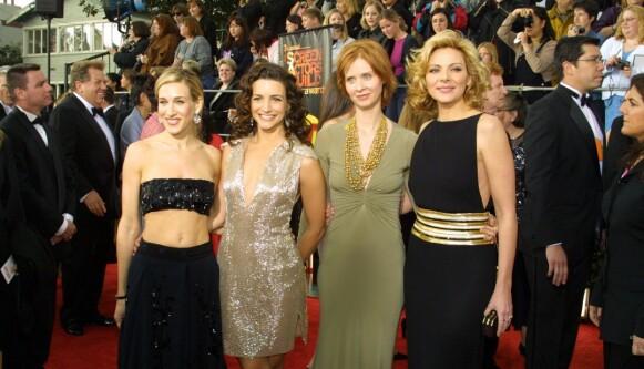 IKKE MED VIDERE: Kim Cattrall (t.h) blir ikke med i «Sex og singelliv»-oppfølgeren. Det gjør imidlertid Sarah Jessica Parker (t.v), Kristin Davis og Cynthia Nixon. Her under Screen Actors Guild Awards i 2001. FOTO: NTB