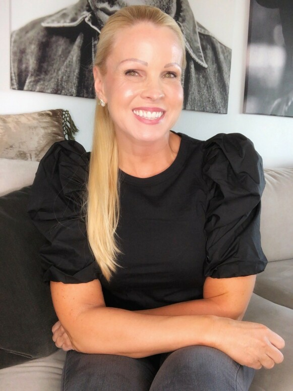 EKSPERT: Anne Kathrine Hansen ser fordeler med den hybride leppestiften. FOTO: privat
