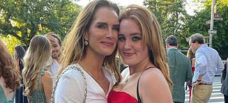 Brukte morens ikoniske kjole på skoleball