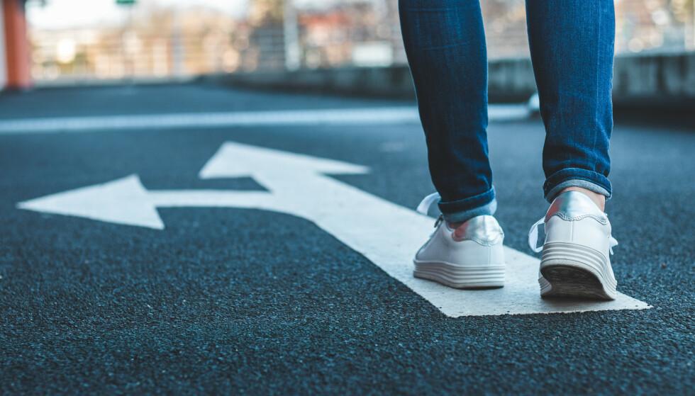 UBESLUTTSOMHET: Skal du gå rett frem eller til venstre? For noen er selv de minste valg utfordrende. FOTO: NTB