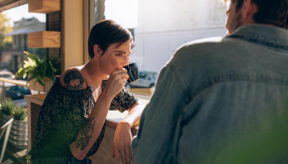 SERIØS DATING: Det er mange som synes det er vanskelig å finne en kjæreste på datingapper som Tinder og Happn. FOTO: NTB