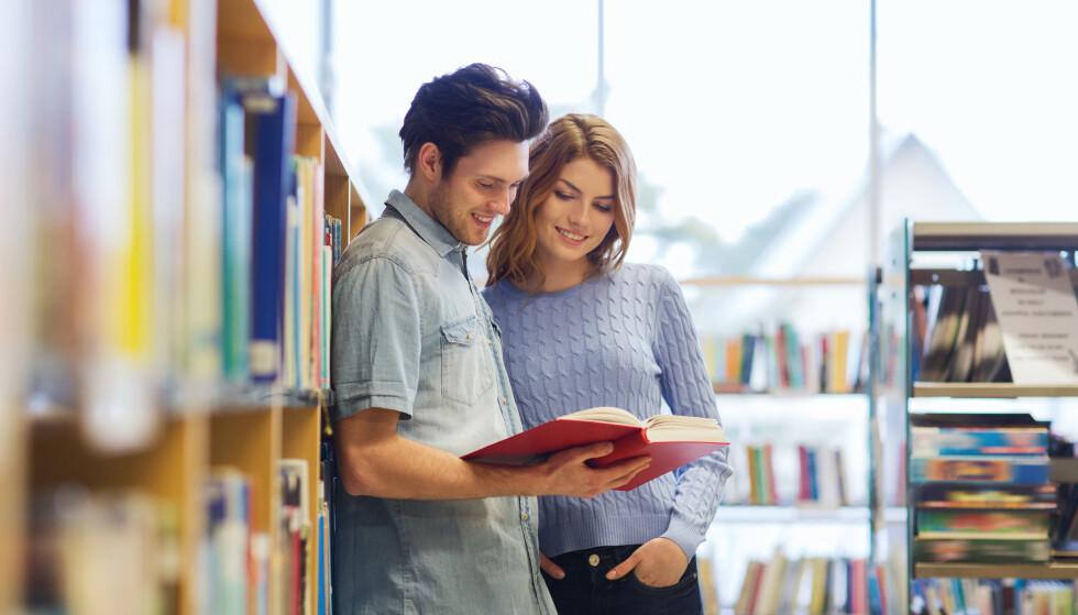 INTELLIGENS: Det er viktigere for kvinner at menn fremstår som smarte enn at de faktisk er smarte, ifølge studien. FOTO: NTB