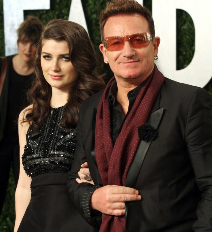 GODT FORHOLD: Eve og faren Bono gir hverandre gjerne karrireråd, og faren en svært stolt over datteren. Her fra Oscar-utdelingen i 2013. FOTO NTB