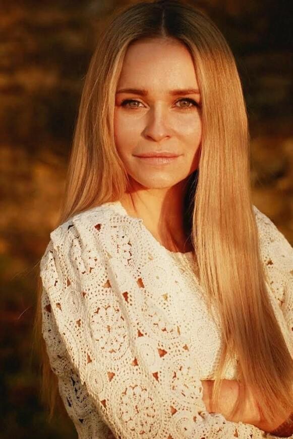 EKSPERT: Gevir-eier Agnes Gulbrandsen bekrefter at 70-tallet står sterkt på hårfronten denne sommeren. FOTO: PRIVAT