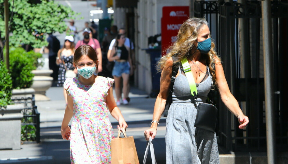 SARAH JESSICA PARKER: Superstjernen Sarah Jessica Parker tok med datteren Tabitha Broderick til butikken 'SJP By Sarah Jessica Parker' på Manhattan. FOTO: NTB
