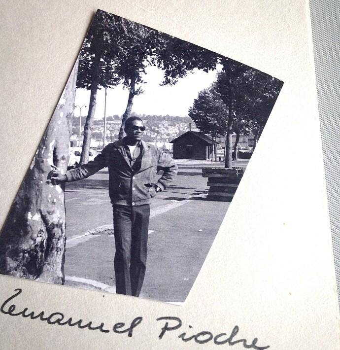 KJÆRT MINNE: Bildet i morens album var lenge et mysterium. Mange år senere fikk Gry vite hvem mannen var, og hva han hadde betydd for moren. FOTO: Privat