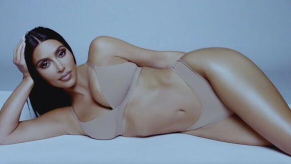 I HARDT VÆR: Det er ikke første gang verken Kim Kardashian eller søstrene hennes er blitt anklaget for å redigere og retusjerte bilder. FOTO: SKJERMDUMP
