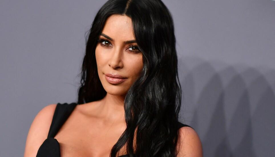 FÅR KRITIKK: Kim Kardashian beskyldes for å ha tuklet med en video av seg selv. FOTO: NTB