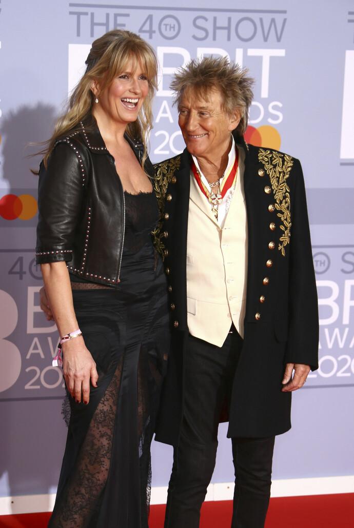 YES SIR: Penny Lancaster og Sir Rod Stewart under Brit Awards 2020. FOTO: Joel C Ryan/Invision/AP/NTB