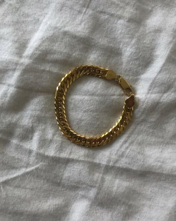 GÅ FOR GULL: Også på smykker kan du gjøre gode kupp på salg. Styr unna kjipe materialer, og gå for ekte vare. Det vil lønne seg i lengden. FOTO: INSTAGRAM @IDAEINARSDOTTIR