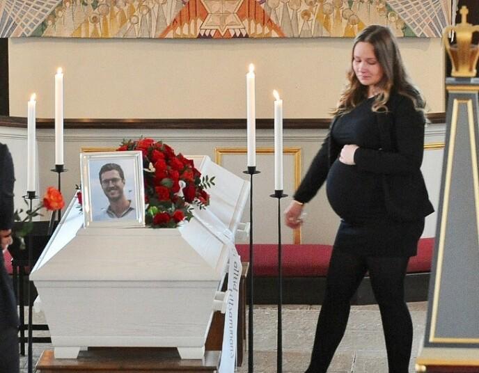HØYGRAVID I BEGRAVELSEN: Noen måneder senere ble lille William døpt i den samme kirken hvor farens begravelse ble holdt. FOTO: Privat
