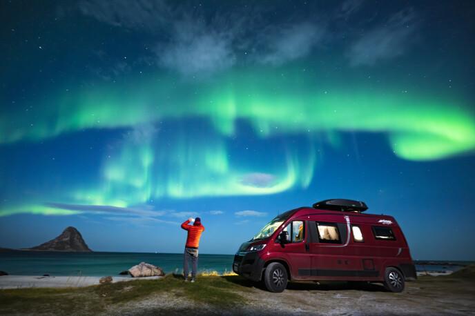 LYKKE: Nordlys, bobil og god tid - da er Kari lykkelig. FOTO: Kari Schibevaag