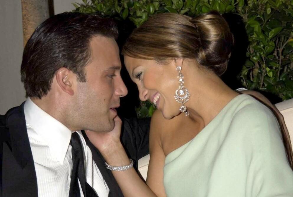 JENNIFER LOPEZ OG BEN AFFLECK: Superparet fotografert under Oscar-festen i 2003. Nå 18 år senere har de funnet tilbake til hverandre. FOTO: NTB