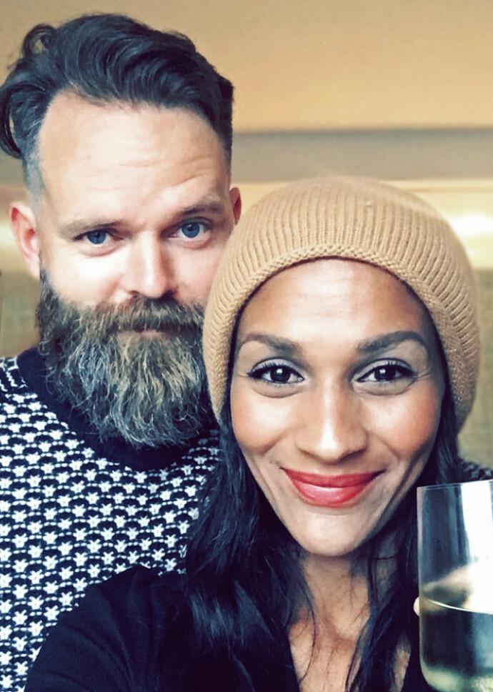 FEST: Lisa og mannen Einar på Håkan Hellström-konsert i Gøteborg. FOTO: Privat
