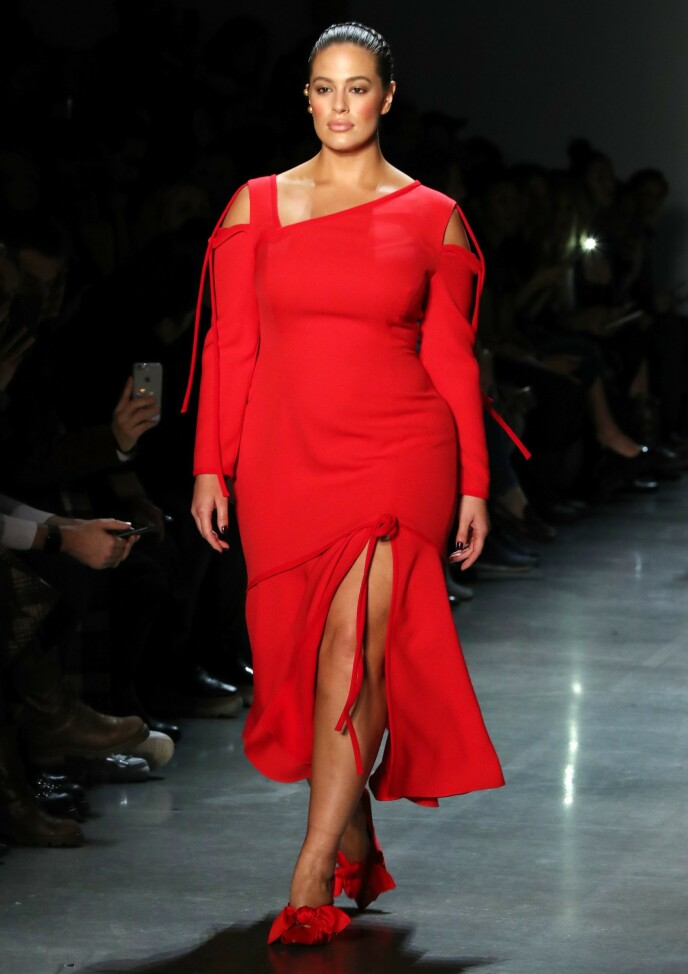 CATWALK: Supermodell Ashley Graham på catwalken under designer Prabal Gurungs show under New York Fashion Week i februar 2018. FOTO: NTB