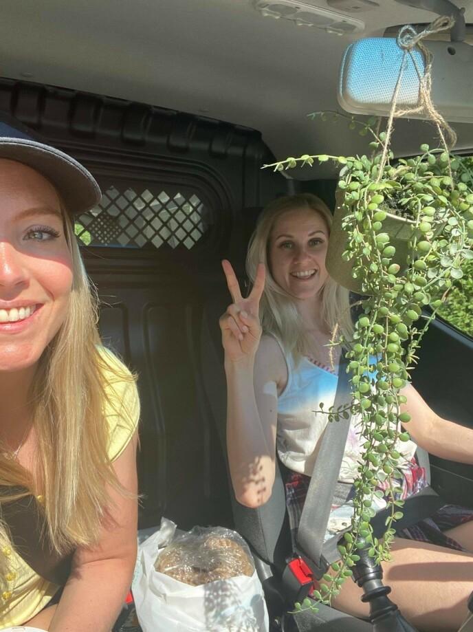 JOMFRUTUREN: Den aller første turen med varebilen Pippi gikk til diverse butikker for innkjøp av materiale til oppussingen. FOTO: Privat