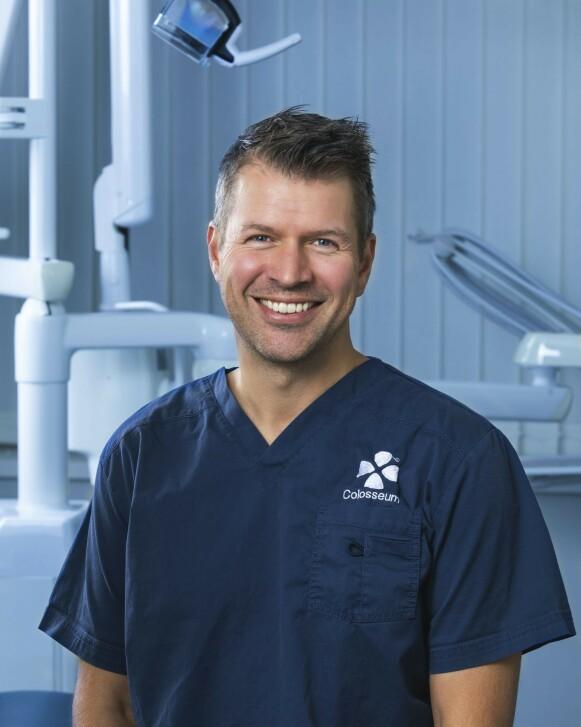 EKSPERT: Fagansvarlige tannlege ved Colosseum Tannlege Kjetil Kaland mener man bør oppsøke tannpleier eller tannlege for faglig råd og kompetanse før man vurderer å få påsatt tannsmykker. FOTO: PRIVAT
