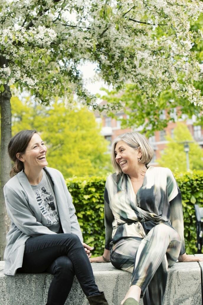 Tine Kryger Wulff (44) og Marie Bo (48) møttes i en Facebook-gruppe for kvinner som lider av uhelbredelig brystkreft. FOTO: Heidi Maxmiling