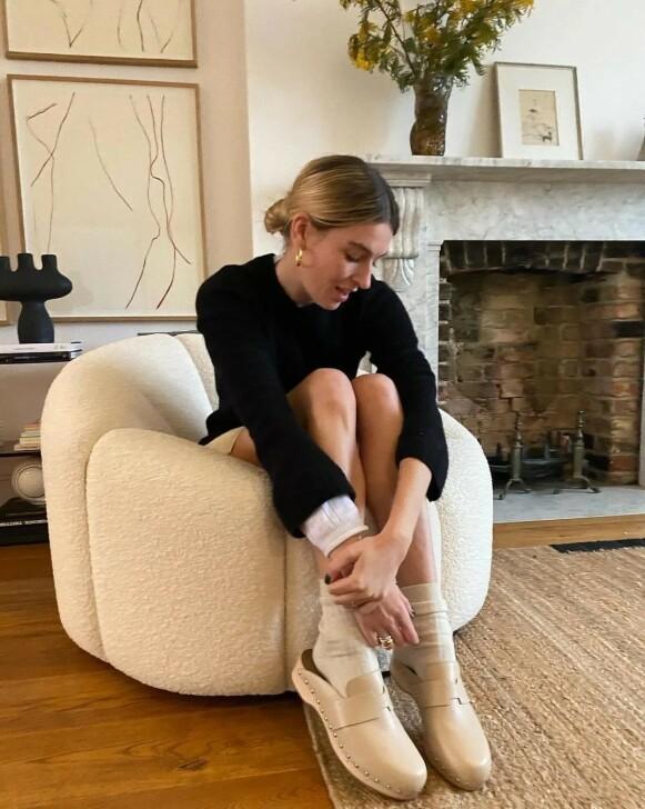 OVERALT: Influencer Camille Charrière med tresko. FOTO: INSTAGRAM @CAMILLECHARRIERE