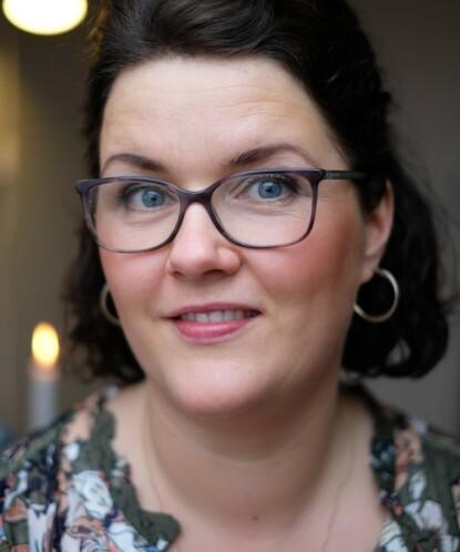HOLDER KURS I STRESSMESTRING: Coach Maren Kvalvaag-Toven opplever at mange kvinner går i årevis med ulike smerter, uten å skjønne at de kan være forårsaket av langvarig stress. FOTO: Privat