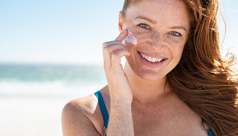 SOLKREM: Bruk alltid solkrem når du er ute i sola, selv om du ikke skal sole deg. FOTO: NTB
