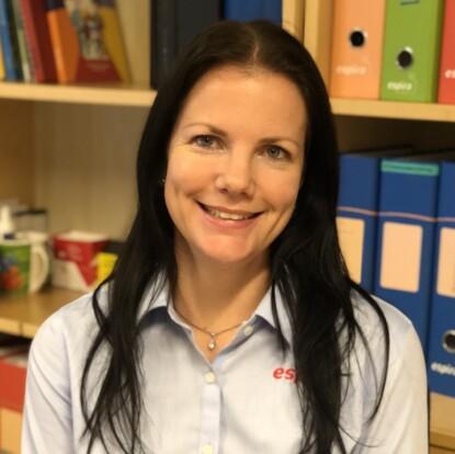 BEKYMRER SEG UNØDVENDIG: Når barna skal begynne på skolen er sosiale ferdigheter langt viktigere enn de faglige, mener barnehagestyrer Mona H. Fjelland. FOTO: Privat