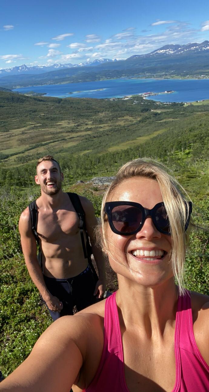 FRED OG INGEN FARE: Katrine på tur sammen med kjæresten Jens. Hun hadde få symptomer på at noe var galt, men besøket hos legen viste noe annet. FOTO: Privat
