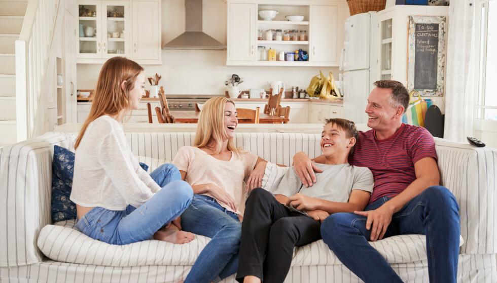 HJEMME ALENE I FERIEN: Etter mange rapporter om hjemmefester som har spunnet ut av kontroll, er det kanskje ikke så rart at enkelte foreldre er engstelige for å la tenåringen få være hjemme alene i ferien. FOTO: NTB