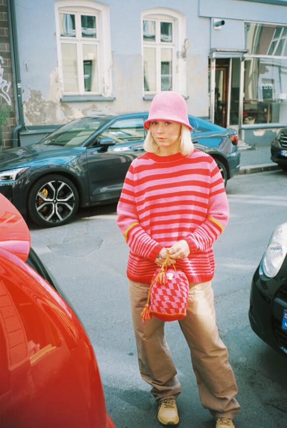 FARGERIK: Ida Broen er kjent for sine fargerike stil. Den tar hun med seg inn i sin aller første kleskolleksjon. FOTO: EMMA SUKALIC