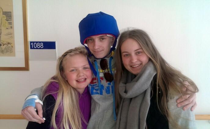 SØSKENTRIOEN: Jørgen sammen med lillesøster Nora, og storesøster Marte. Foto: Privat