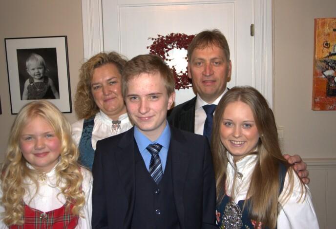 HELE FAMILIEN: Nora, Jorun, Jørgen, Walther og Marte. Foto: Privat
