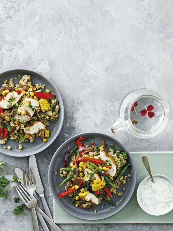 De små quinoafrøene er fulle av proteiner og er derfor fine å bruke som en del av en blandet salat. FOTO: Line Falck