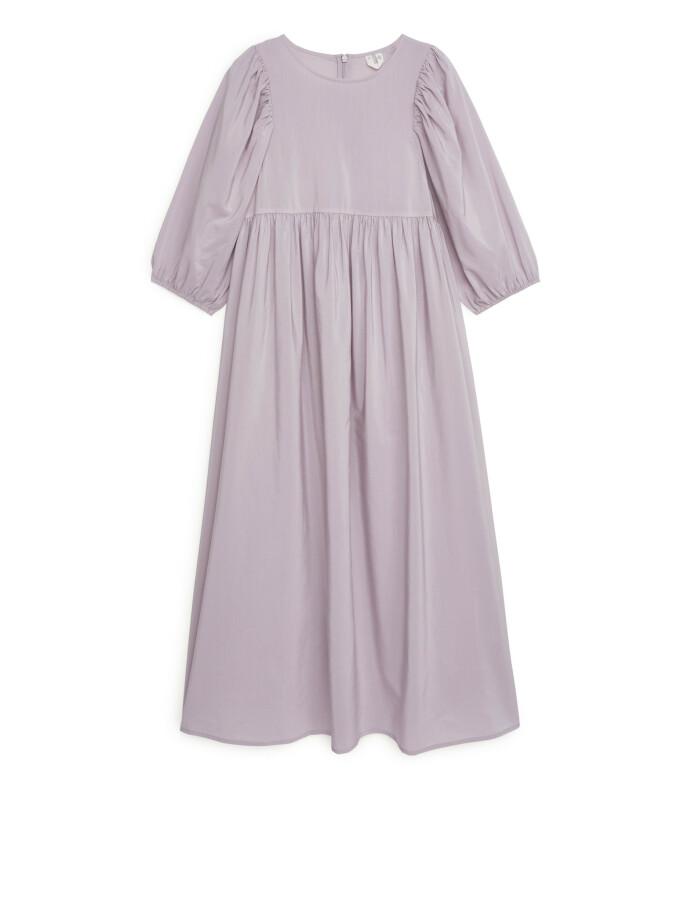 Lilla kjole (kr 1150, Arket).