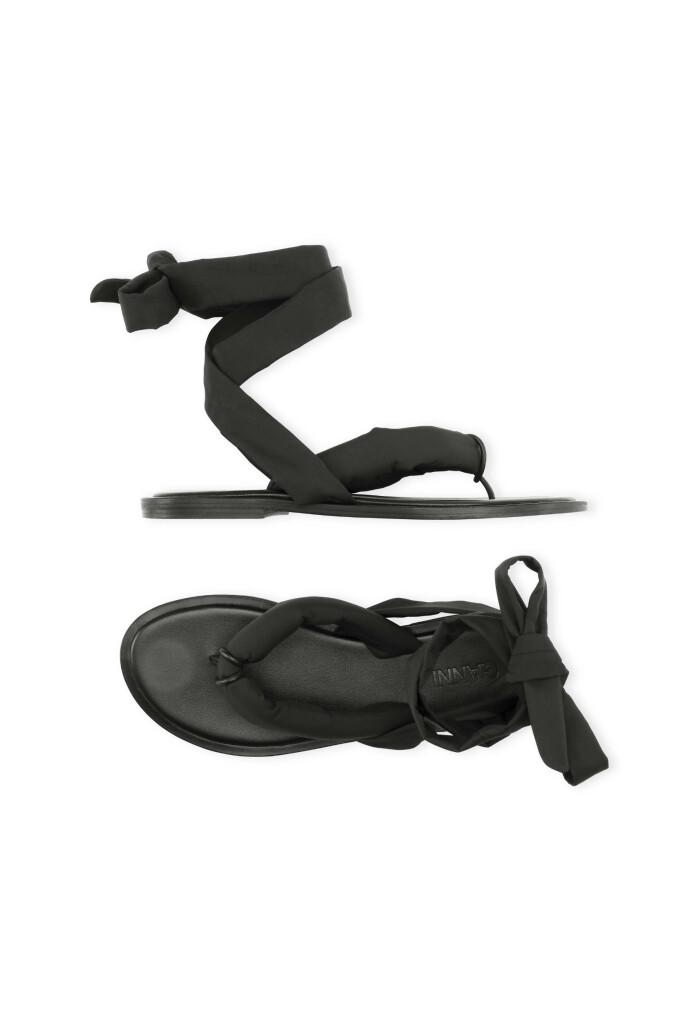 Sandaler med knytebånd (kr 1295, Ganni).